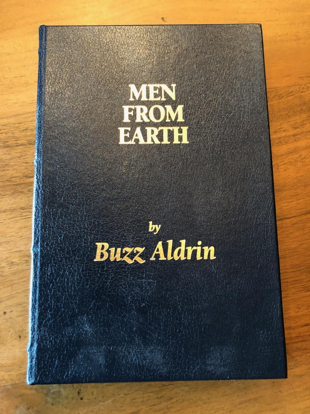 Je bekijkt nu Men from earth – 2005 [Gesigneerd]