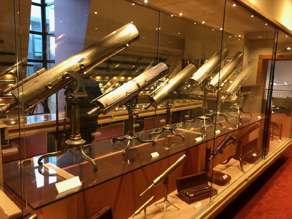 Je bekijkt nu Telescopen collectie van Peter Louwman – Den Haag